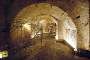 napoli-sotterranea-corridoi-del-teatro-greco-romano